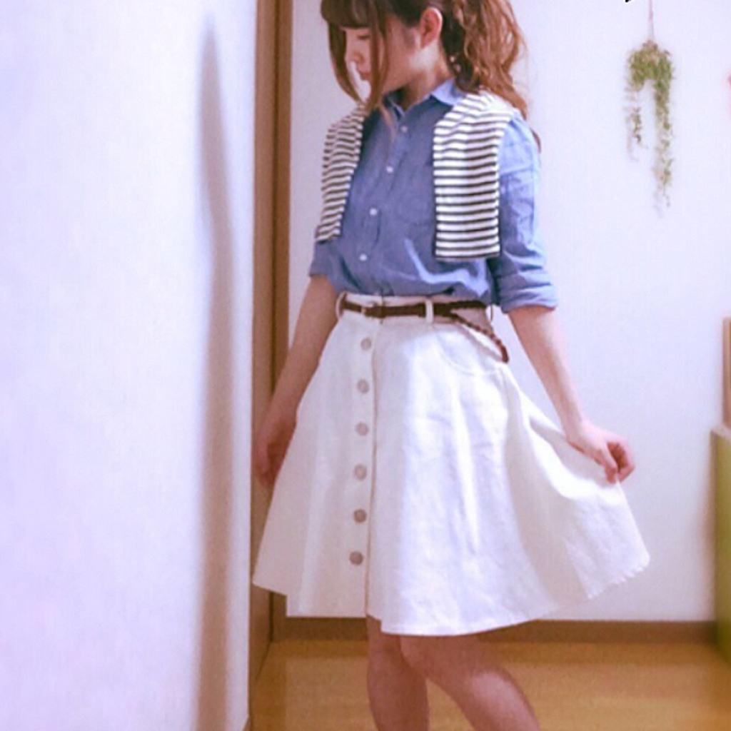 女の子なら着なきゃ損!透明感のある白スカートのコーデ☆