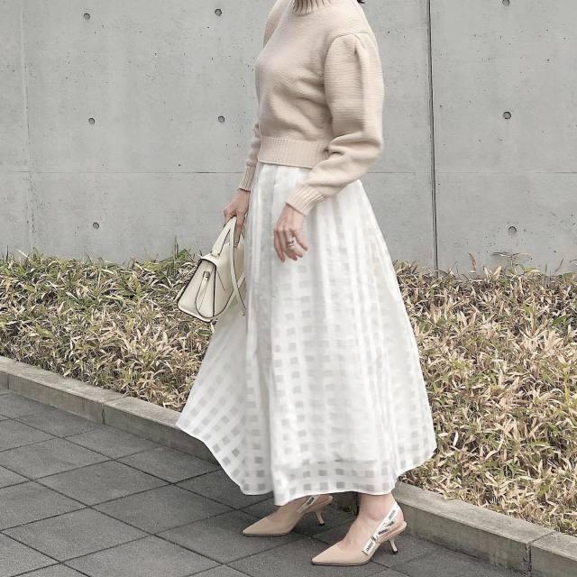 これ一つで上品な女性見え。2021年版「フレアスカート」はひと味違う…!