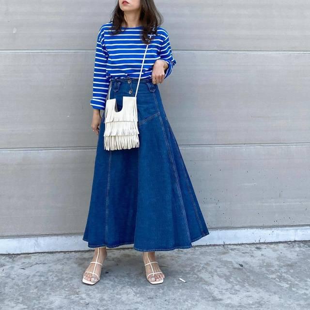パンツだけじゃない。「デニムスカート」も無限に着こなせるって噂…!